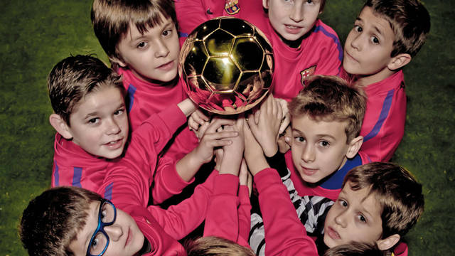 Revista Barça cover with the youth soccer players on the cover