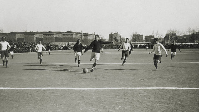 Old photograph of an FC Barcelona match