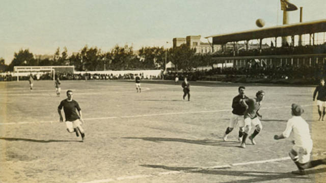 Photo of a game being played at the old Carrer Indústria ground