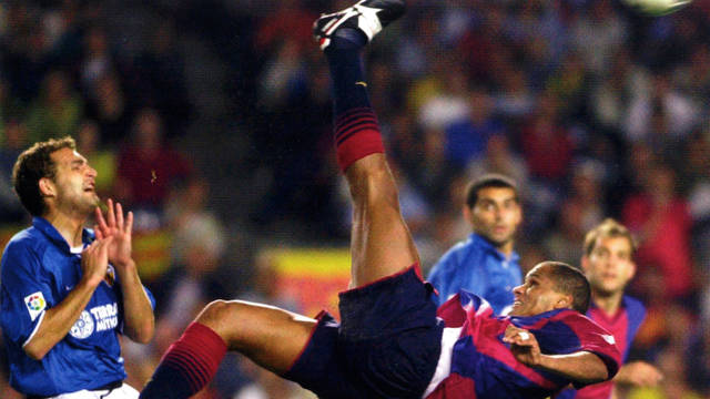 Picture of Rivaldo taking an overhead kick against Villarreal