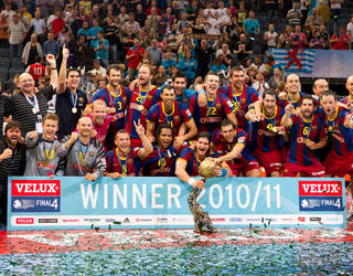 the handball team celebrates winning the european cup for the eighth time