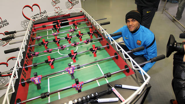 Charity foosball given to Barça / PHOTO: MIGUEL RUIZ - FCB