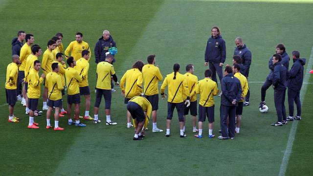The team before the training session. PHOTO: MIGUEL RUIZ-FCB.