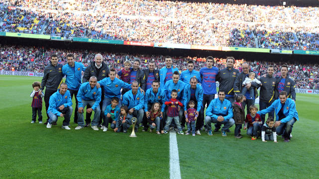 Bara Alusport with the UEFA Futsal Cup at the Camp Nou/ PHOTO: MIGUEL RUIZ-FCB