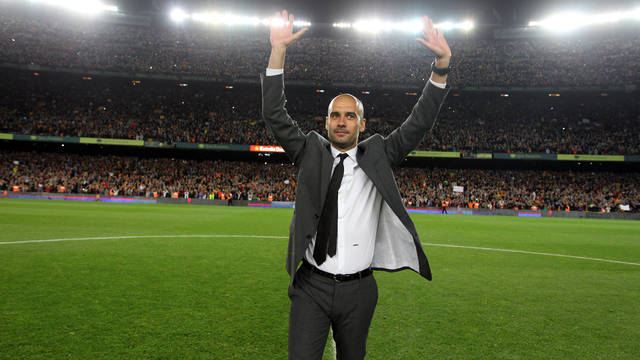 Pep Guardiola, acomiadant-se del Camp Nou. FOTO: MIGUEL RUIZ-FCB.