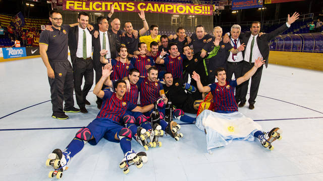The team celebrate on the Palau Blaugrana court / PHOTO: GERMAN PARGA - FCB