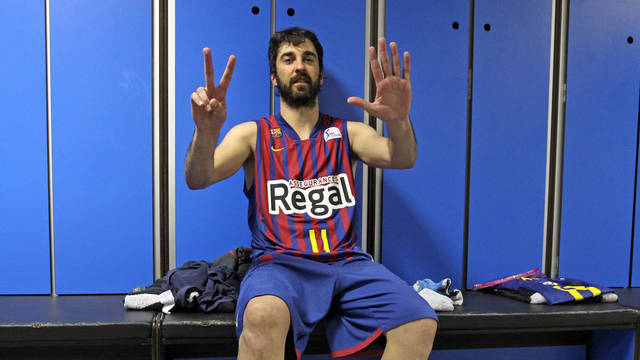 Navarro in the Barça Regal dressing room after winning the title/ PHOTO: MIGUEL RUIZ - FCB