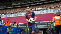 Jordi Alba coming onto the Camp Nou pitch / PHOTO: LEX CAPARRS - FCB