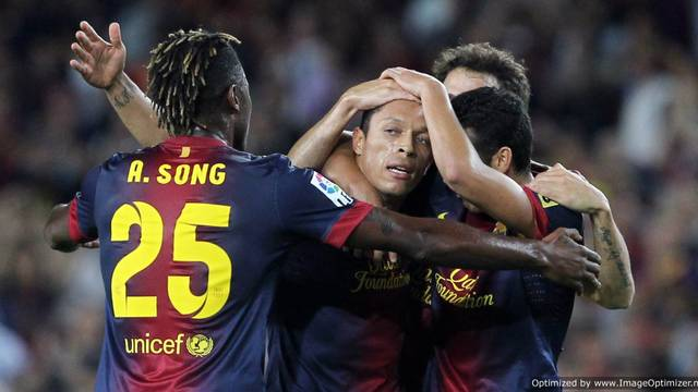Adriano celebrates his goal against Valencia / PHOTO: MIGUEL RUIZ - FCB