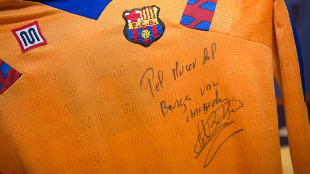 La samarreta de Bakero, signada / FOTO: GERMÁN PARGA - FCB