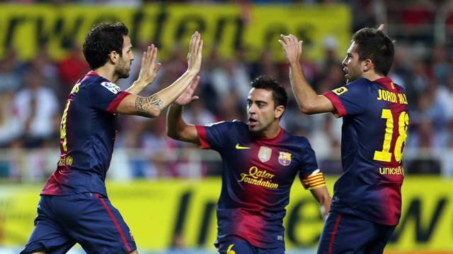 Cesc celebrates with Xavi and Jordi Alba / PHOTO: MIGUEL RUIZ - FCB