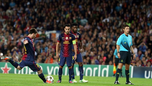 Leo Messi taking a free kick against Celtic / PHOTO: Miguel Ruiz - FCB