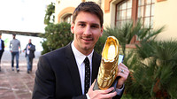 Messi somriu amb la Bota d'Or / FOTO: MIGUEL RUIZ - FCB