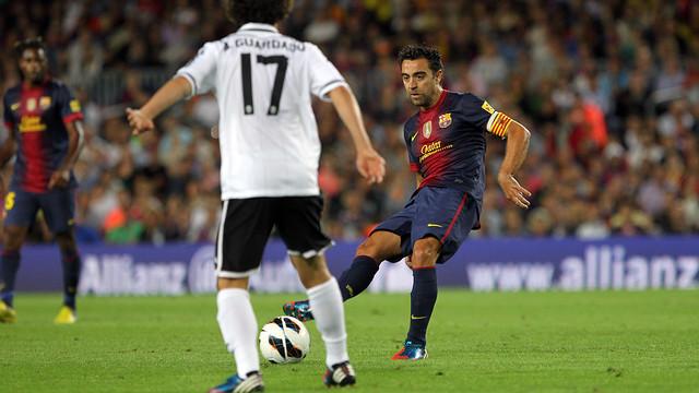 Xavi against València / PHOTO: ARXIU FCB