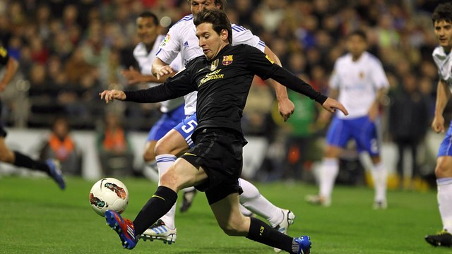 Leo Messi vs Zaragoza - Season 2010/11 / PHOTO: ARCHIVE - FCB