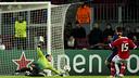 Pinto, contra el Benfica. FOTO: ÀLEX CAPARRÓS-FCB.