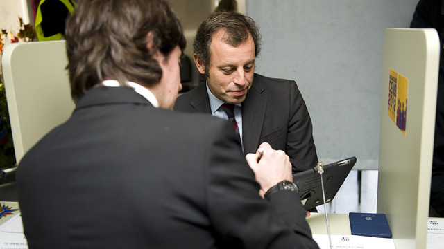 Sandro Rosell during the census update process. PHOTO: ÀLEX CAPARRÓS-FCB.