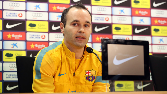 Iniesta, en confrence de presse. PHOTO: MIGUEL RUIZ-FCB.