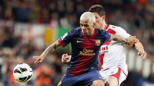 Alves showed off his new haircut at the Camp Nou / PHOTO: MIGUEL RUIZ-FCB