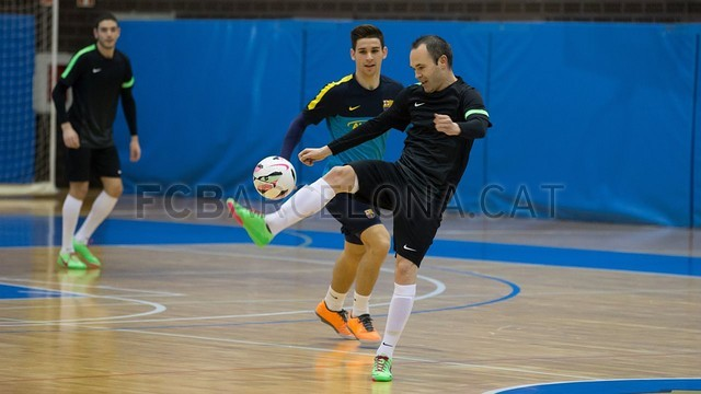 2013-03-04 MAKING OFF SPOT FUTSAL INIESTA - 022-Optimized