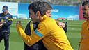 Cesc being congratulated by Jordi Roura at training today / PHOTO: MIGUEL RUIZ  FCB