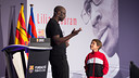 Thuram with students of FCBEscola during the session. FOTO: GERMÁN PARGA / FCB