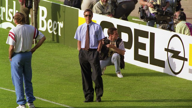 Photo of Johan Cruyff giving orders from the sidelines
