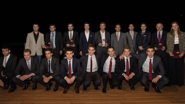 Els premiats, amb Artur Mas. FOTO: GERMÁN PARGA - FCB