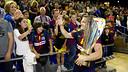 Victor Tomàs with the league trophy / PHOTO: ÁLEX CAPARRÓS – FCB