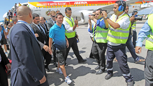 Leo Messi at the Casablanca airport / PHOTO: MIGUEL RUIZ - FCB