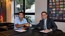 Rafinha signing his new contract PHOTO: GERMÁN PARGA - FCB