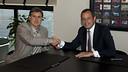 Gerardo Martino i Sandro Rosell, durant l'acte de signatura / FOTO: VÍCTOR SALGADO-FCB