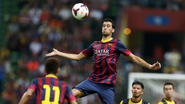 Sergio Busquets in action against the Malaysia XI / PHOTO: MIGUEL RUIZ - FCB