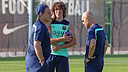 Carles Puyol with Tata Martino and Juanjo Brau / PHOTO: MIGUEL RUIZ - FCB