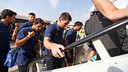 Messi boarding the plane / PHOTO: MIGUEL RUIZ-FCB