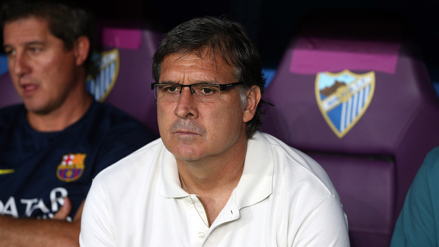 Tata Martino looks on as his men claim victory over Málaga / PHOTO: MIGUEL RUIZ - FCB