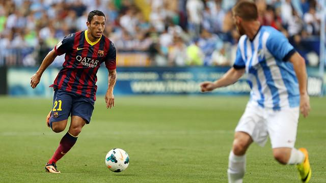 Adriano in the game agaInst Malaga / PHOTO: MIGUEL RUIZ-FCB
