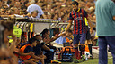 Cesc being congratulated after being substituted at Mestalla / PHOTO: MIGUEL RUIZ - FCB