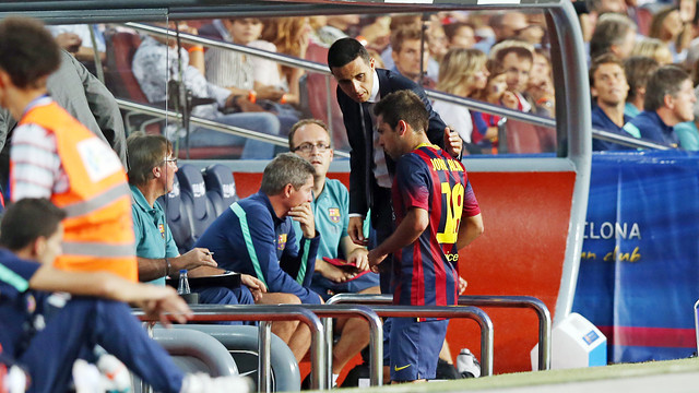 Jordi Alba on the bench after coming off injured against Sevilla / PHOTO: MIGUEL RUIZ - FCB