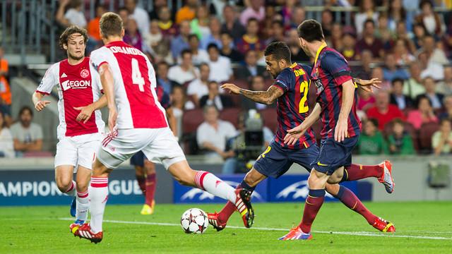 Dani Alves during the game / PHOTO: MIGUEL RUIZ-FCB