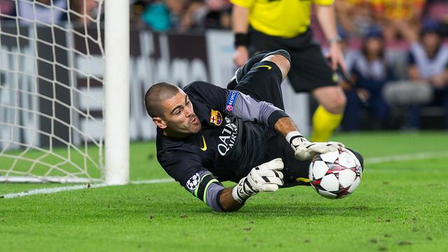 Valdés saves a penalty / PHOTO: GERMÁN PARGA - FCB