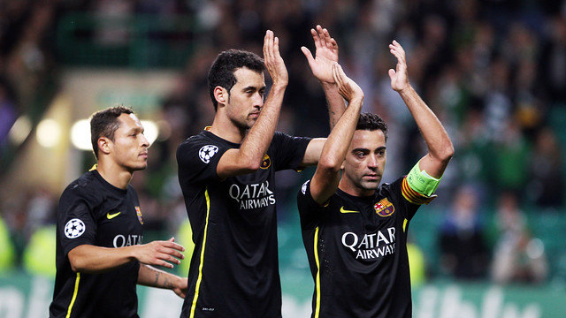 Adriano, Sergio Busquets and Xavi at the end of the match against Celtic / PHOTO: MIGUEL RUIZ - FCB