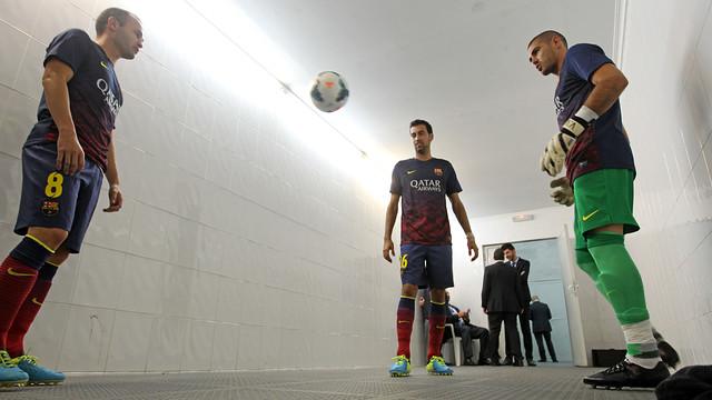 Iniesta, Busquets and Valdés at Mestalla. PHOTO: MIGUEL RUIZ-FCB.