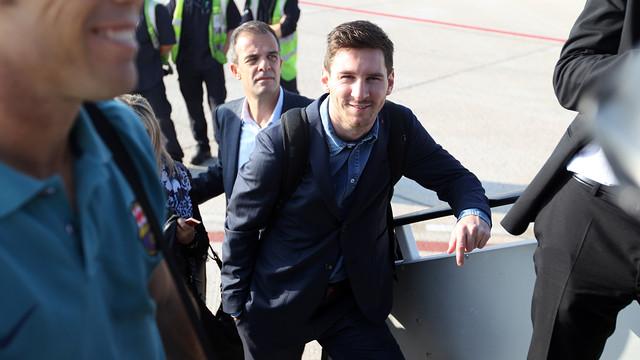 Messi, subiendo al avión. FOTO: MIGUEL RUIZ - FCB