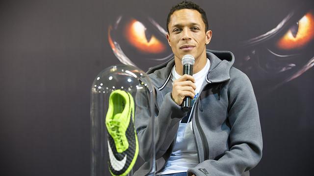 Adriano, en la presentación de sus nuevas botas Nike. FOTO: VÍCTOR SALGADO-FCB.
