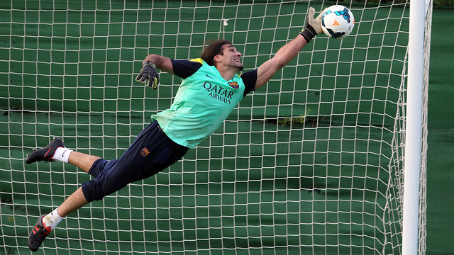 Pinto making a save in training in October. PHOTO: MIGUEL RUIZ – FCB