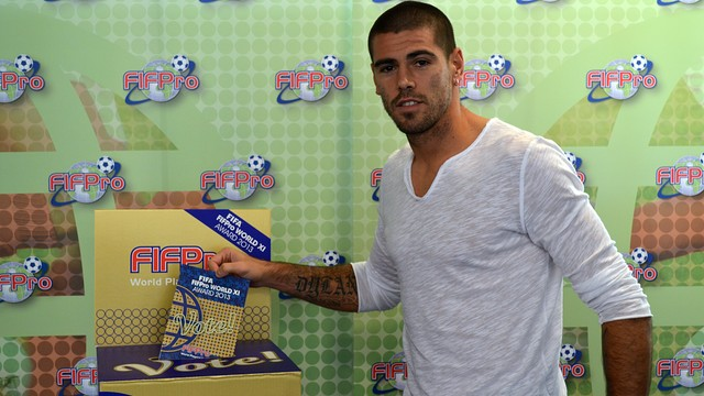 Víctor Valdés casting his vote for the FIFA/FIFPro World XI 2013