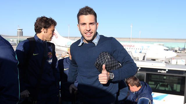Jordi Alba does the thumbs up to the camera as he boards the plane