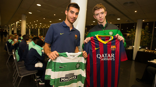 Exchange of shirts between the Barça and Celtic captains during the third half