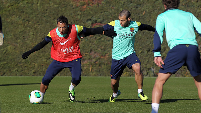Adriano and Mascherano during training / PHOTO: MIGUEL RUÍZ – FCB